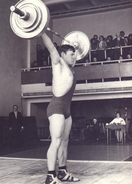 Соревнования по тяжелой атлетике. г. Зея, конец 80-х гг.