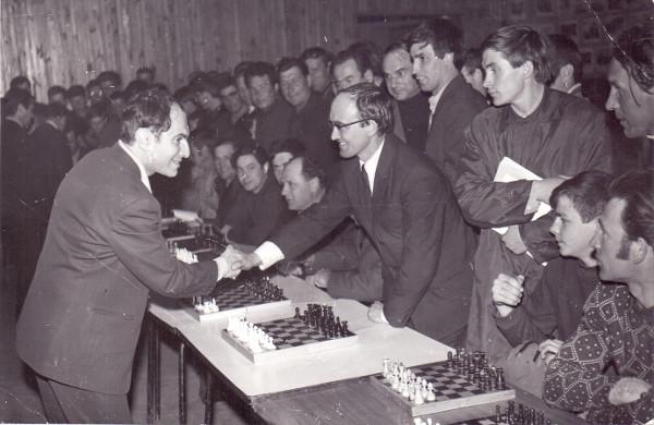 Визит в г. Зею чемпиона мира по шахматам Михаила Таля.